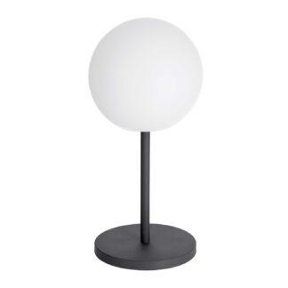 LAFORMA Dinesh bordlampe, ledningsfri - sort stål og hvidt polyethylen (Ø 30)